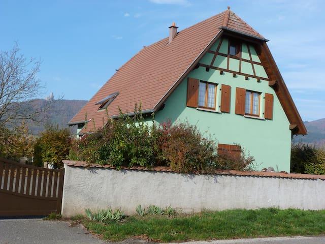 """Gîte """"Les Iris"""" au Centre de l'Alsace - Scherwiller - House"""