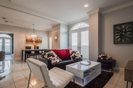 Midtown - Buckhead condo with 2 Master Suites - Atlanta