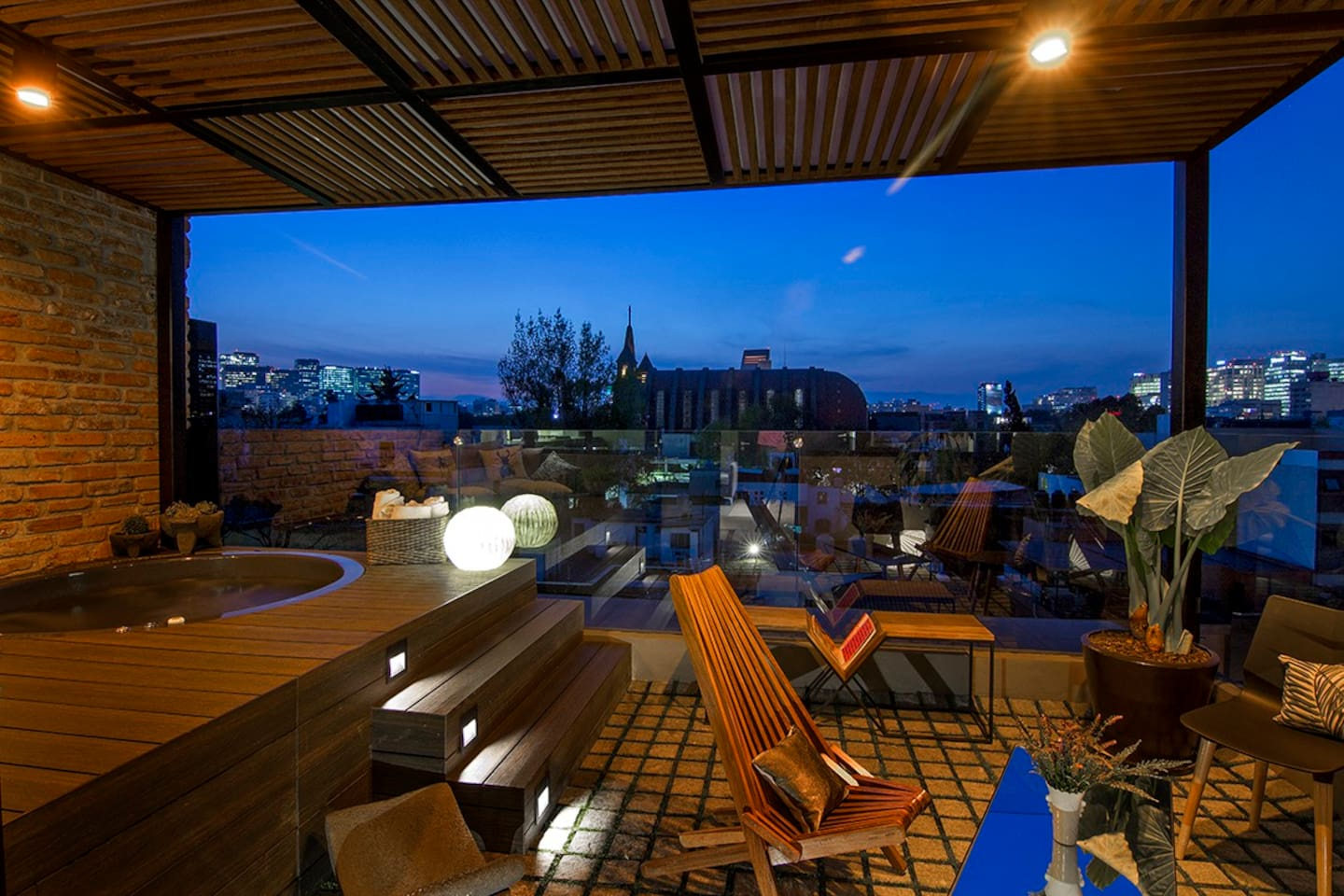 Terrace with a view... private jacuzzi and deck to chill out. Enjoy the sunset!