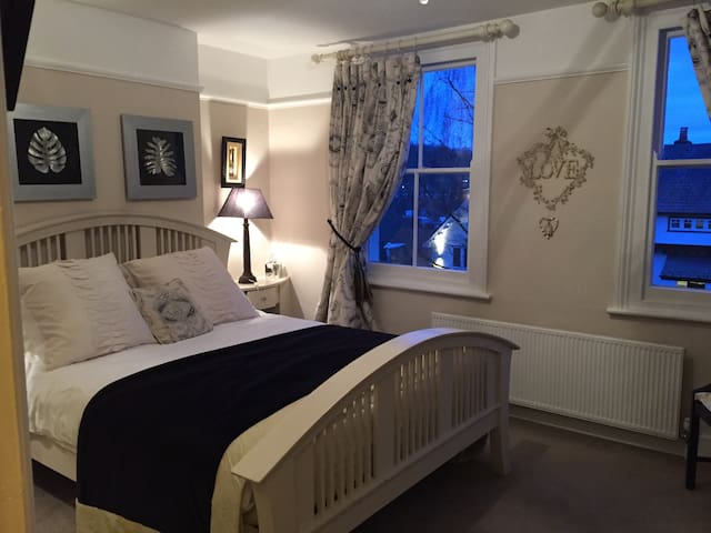 Luxury double room /ensuite in Chorleywood village