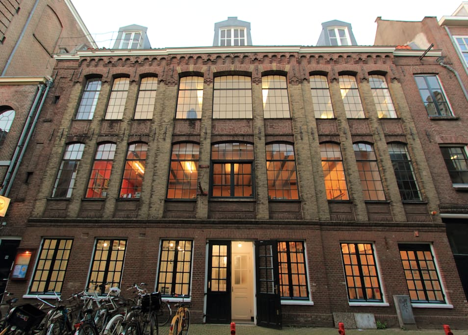 The building: a 200 year old cigar factory.