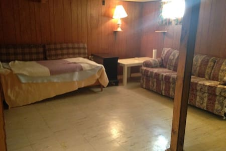 Comfortable home in Syracuse suburb - 시러큐스(Syracuse)