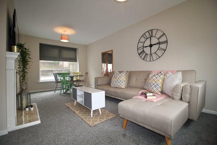 #StayHere 12- Clean, Spacious Family Friendly Home