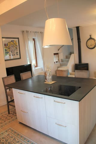 Kitchen island with induction cooking