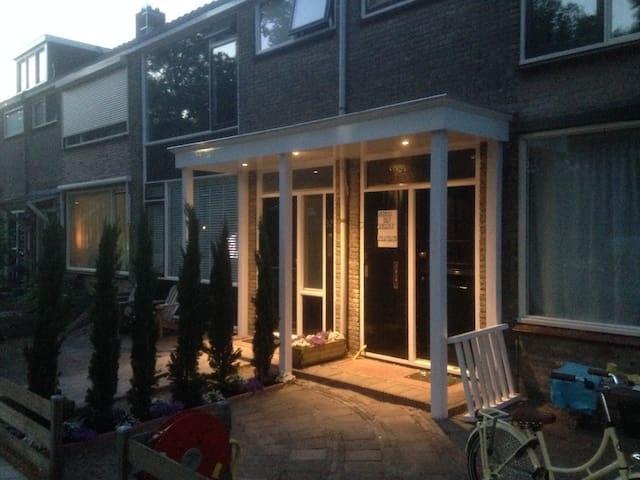 Complete house close to Amsterdam