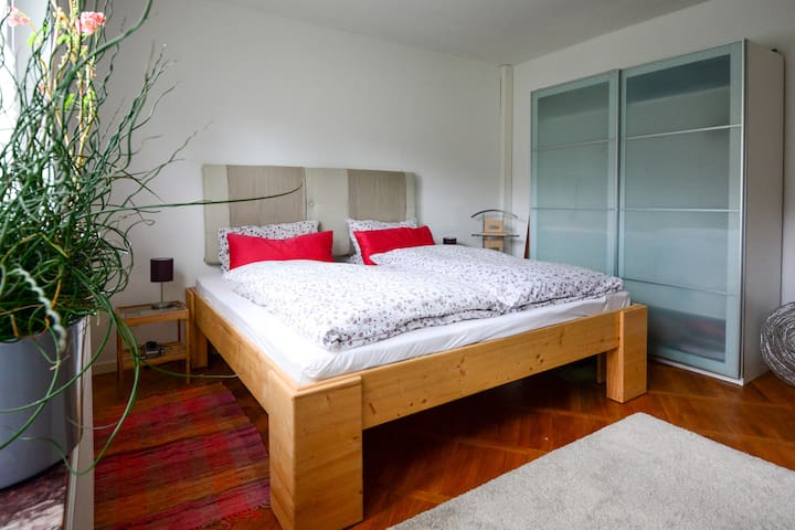 Schlafzimmer - Bett 2m*2m