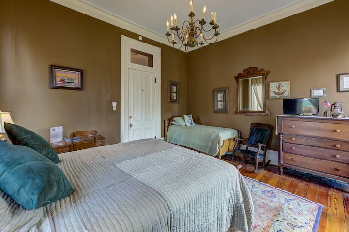 #4 River Room - Queen and twin beds; shared bath; second floor