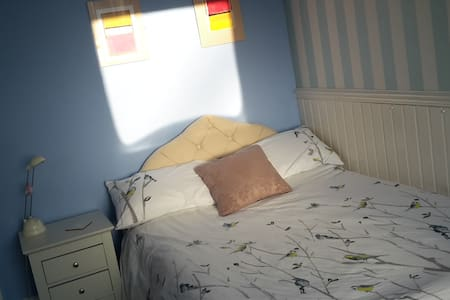 Cosy bedroom, Salisbury City Centre - Salisbury - Hus