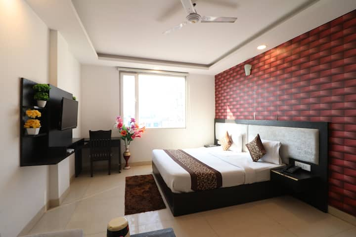 Deluxe Room Near IGI Airport With Modern Amenities