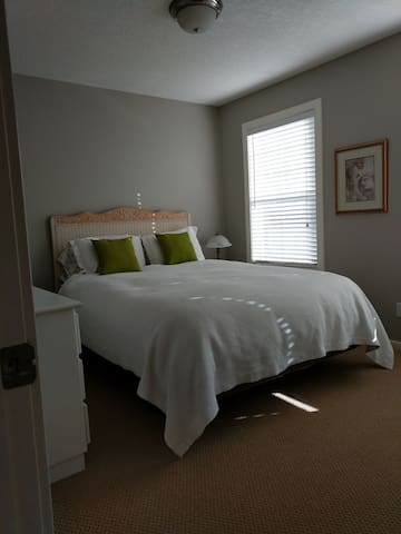 Country Setting, Close to Calgary - Priddis - Bed & Breakfast