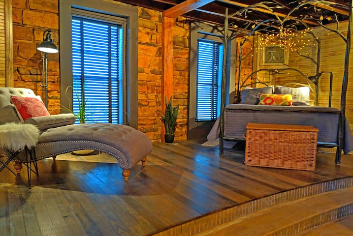 The (Ivy) Nest~ bohemian  loft at  town square