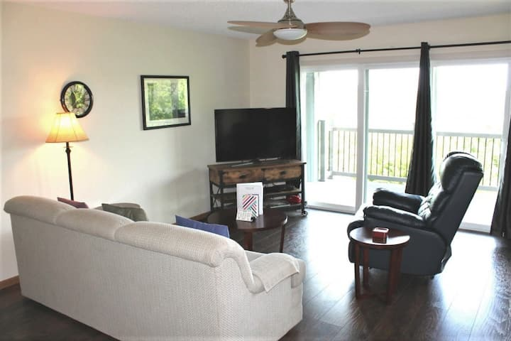 Gorgeous 2 bed 2 bath. Nice Lake View - So Spacious! Great family location! SDC down the road!