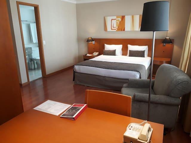 Suíte Ampla e Confortável na Barra da Tijuca