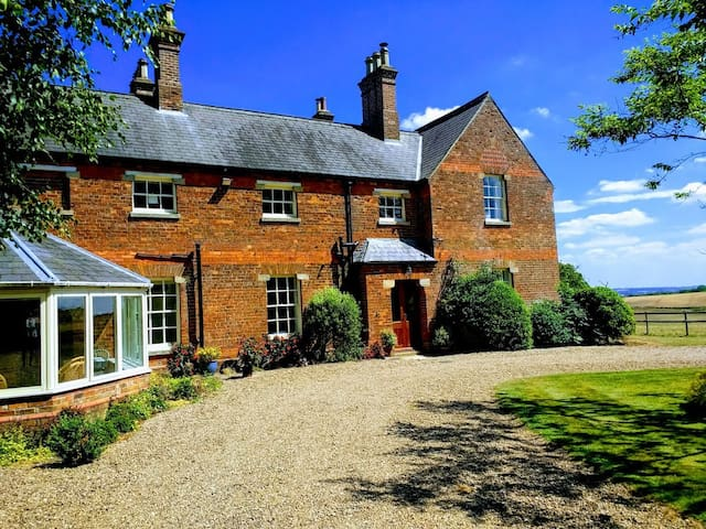 Lusby Manor - Fully refurbished Victorian Manor