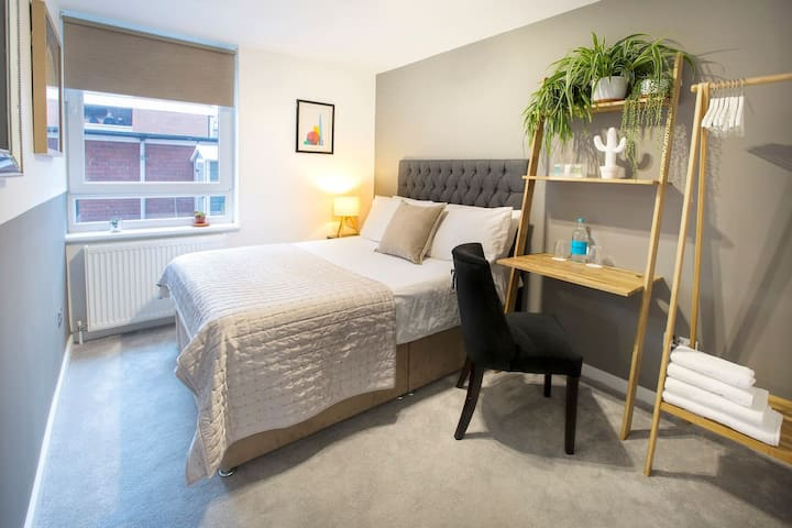 Stylish, New & Exceptionally Clean En-Suite Room!