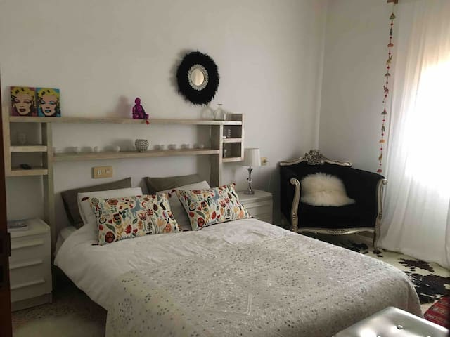 Cozy double room in villa house close to the beach