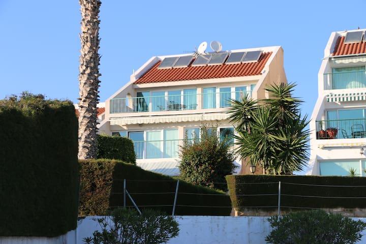 BeachView Luxury apartement + Pool - ลิมาสโซล - อพาร์ทเมนท์