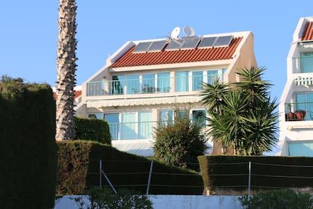 BeachView Luxury apartement + Pool - Limassol