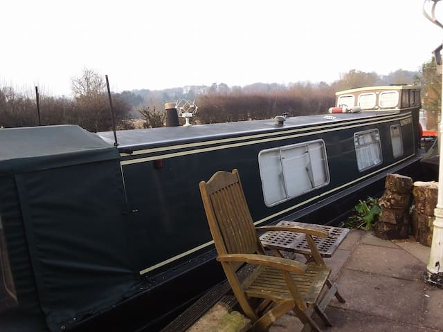 Traditional narrowboat sleeps four