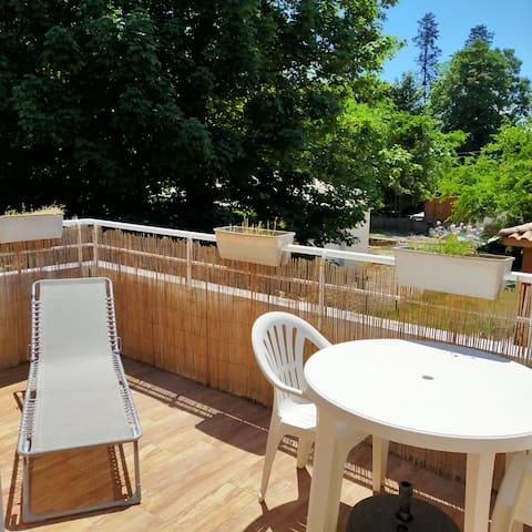 Appartement sécurisé plein sud, calme avec piscine