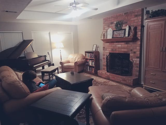 A&M Home: Guest room + Music  Room: Sleeps up to 6