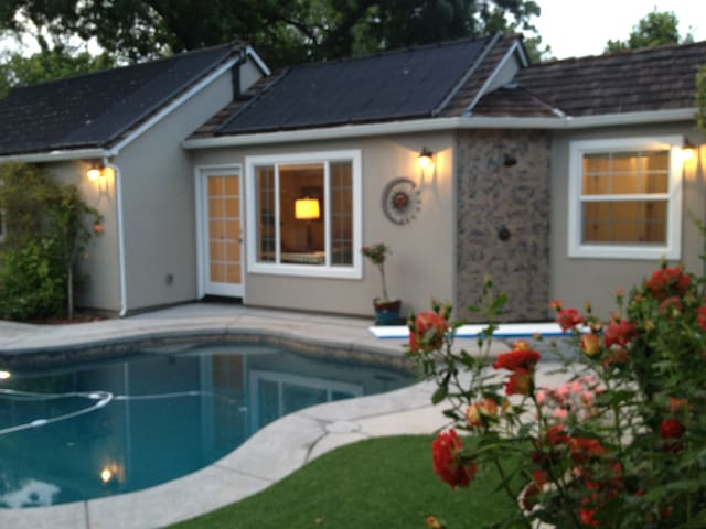 Pool House in Beautiful Land Park near midtown - Sacramento - Konukevi