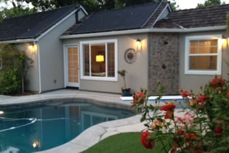 Pool House in Beautiful Land Park near midtown - Sacramento - Domek gościnny