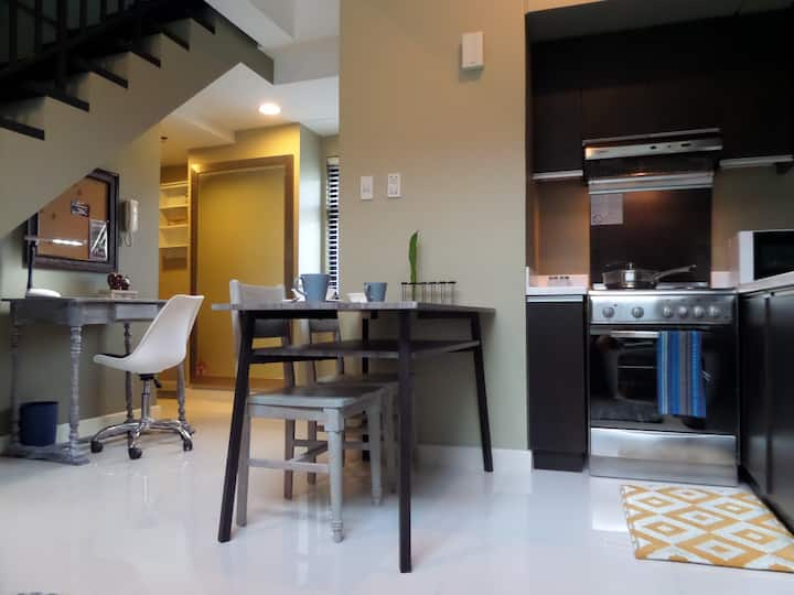 Fresh Greenbelt Loft! Park View in City Center