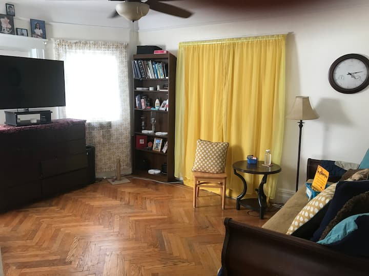 NO XTRA FEES: big Private Rm, tv, fridge