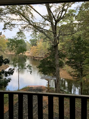 Toledo Bend 1900 SqFt Lakeside Cabin on 20 Acres