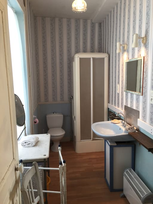 Bathroom as part of blue room; separate entrance