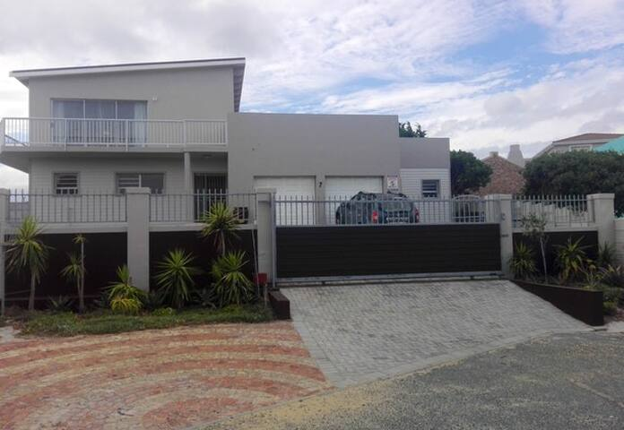 Self-catering apartment for 4 people in Gansbaai.