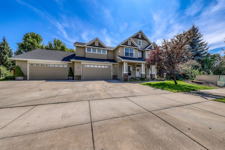 Waterfront home w/ landscaped yard & beautiful furnishings - close to town!
