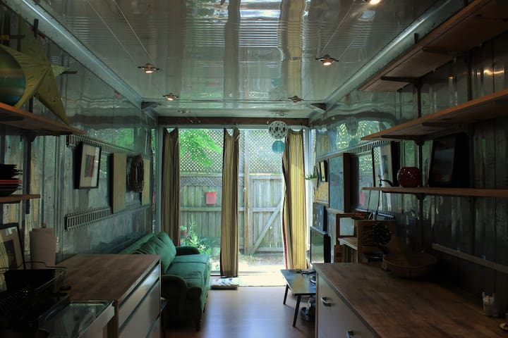Cute shipping container tiny house (400 sqft)