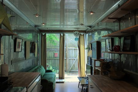 Cute shipping container tiny house (400 sqft) - Gainesville - Vlak