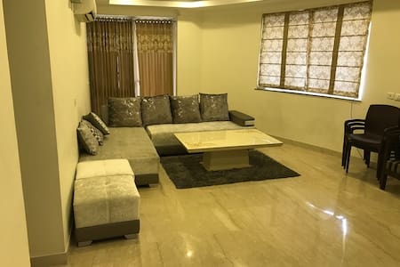 LUXURIOUS FLAT just 5KMS from DELHI - Rai - Apartamento