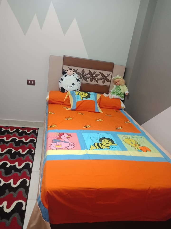 elhusania bedroom