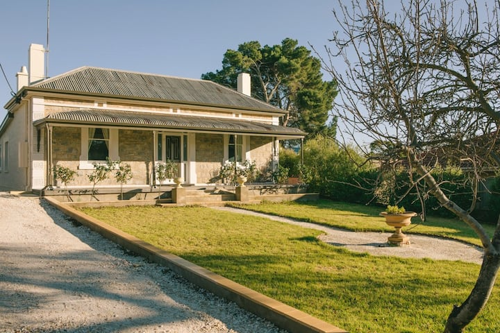 Entire cottage, quiet, romantic, self contained