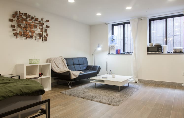 ENTIRE Floor,PRIVATE Bath&Entrance! - Brooklyn - Hus