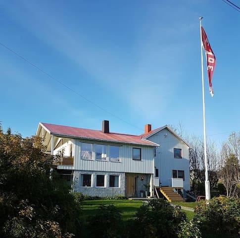 Lyngen Sea Lodge House