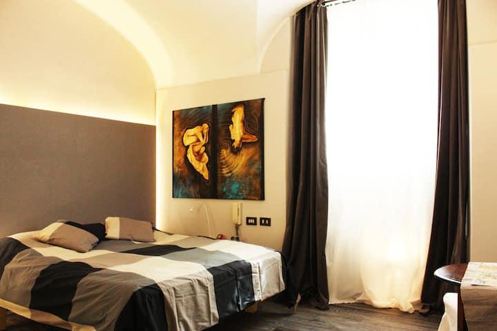 Pied-a-Rome B:  a chic mini-loft