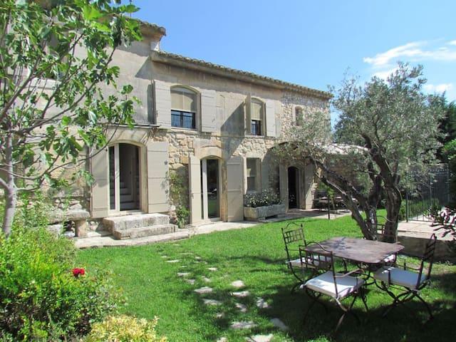 Charmant mas de village avec jardin 1277 - Paradou - House