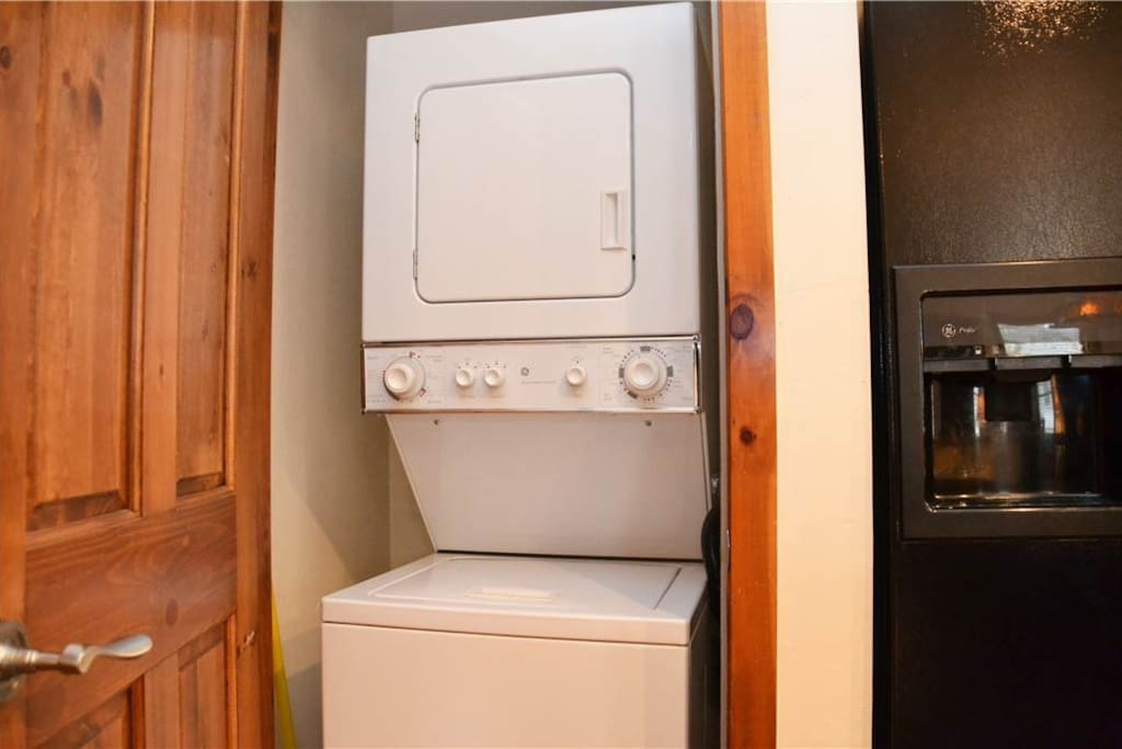 Washer,Oven,Hardwood,Stained Wood,Floor