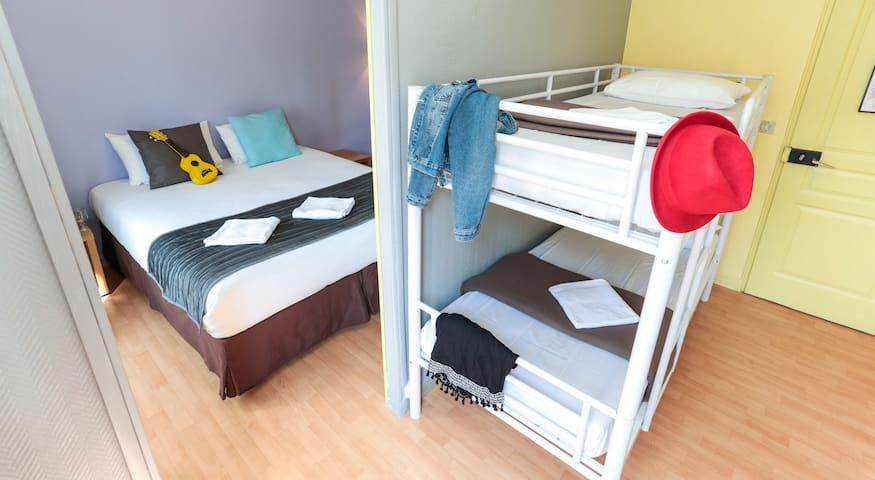 Quadruple Family room in hostel near Montmartre Hill
