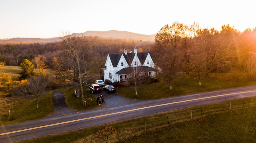 Windy Ridge: 1890 FarmHouse on BlueRidge Parkway