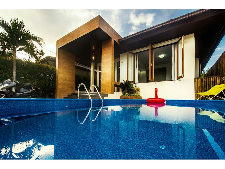 Private swimming pool 6x3M, sun chairs and pool toys provided