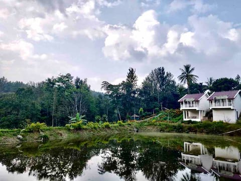 Private Lakeview cottages- Chola Homestay