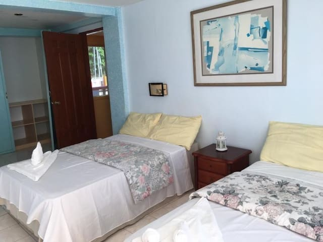 6 BR Guesthouse Pesos (Phone number hidden by Airbnb) per day