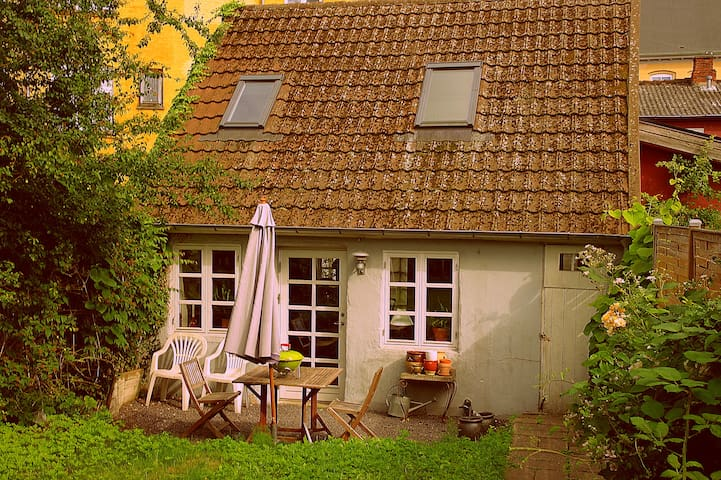 Charming, cosy, central city-house - Odense - Casa