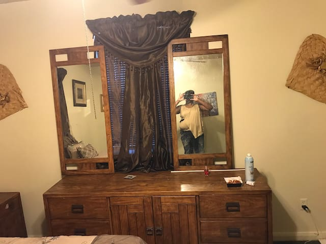 privarte room full  bathroom in bed room